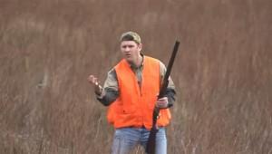 【動物動画】これはスゴイ! 鳥を狩るハンターなのにライフル必要なし(笑)