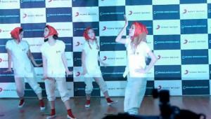 なんか奇妙なダンスを踊ってる韓国アイドルグループ