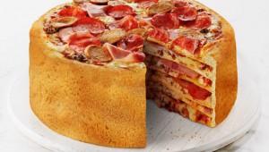 宅配ピザ店がピザケーキを作った!商品説明に孤独な夜にどうぞって(笑)
