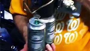 これは革命的すぎる!瞬時に2本のビールを開けてしまうマシンが凄い