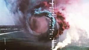 異次元の扉が開いた?ジェット機が通過した後に乱気流が発生して凄い!