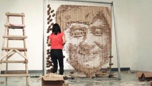 64000本の割り箸で作られたジャッキー・チェンが凄い!