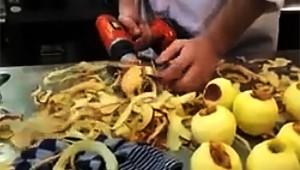 パワードリルを使ってリンゴの皮を高速でむく方法