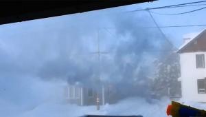 極寒の中で水鉄砲で熱湯を噴射するとこうなります