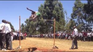 ケニアの高校生の棒高跳びが度肝を抜くレベル