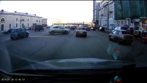 ロシアの車の駐車方法が恐ろしすぎ!