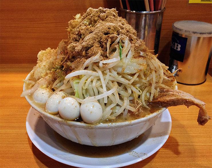 私は、自称・日本一ラーメン二郎が好きな男だ。3日間1日3食ラーメン二郎でも生きていける自信がある。しかし、いくら言っても実際にやらなければ男じゃない。