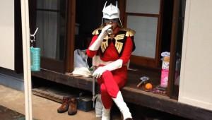 ガンダムのシャアが日本で普通に生活している漫画が大人気! シャアの日常