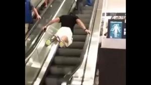 ショッピングモールに現れたスーパーマンがかなりシュール