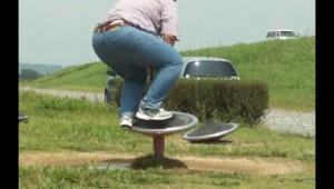 童心に戻って公園の遊具で遊んだ男性に舞い降りた笑いの神