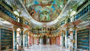 まるで宮殿! 図書館が美しすぎて読書が出来ない!?
