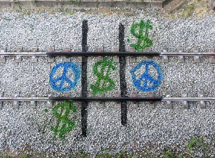 new_railway-train-tracks-portugal-street-art-artur-bordalo-4