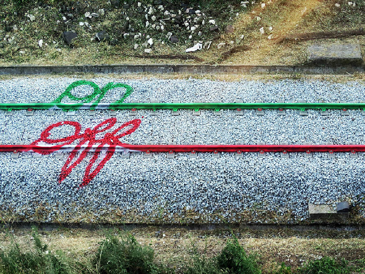new_railway-train-tracks-portugal-street-art-artur-bordalo-5
