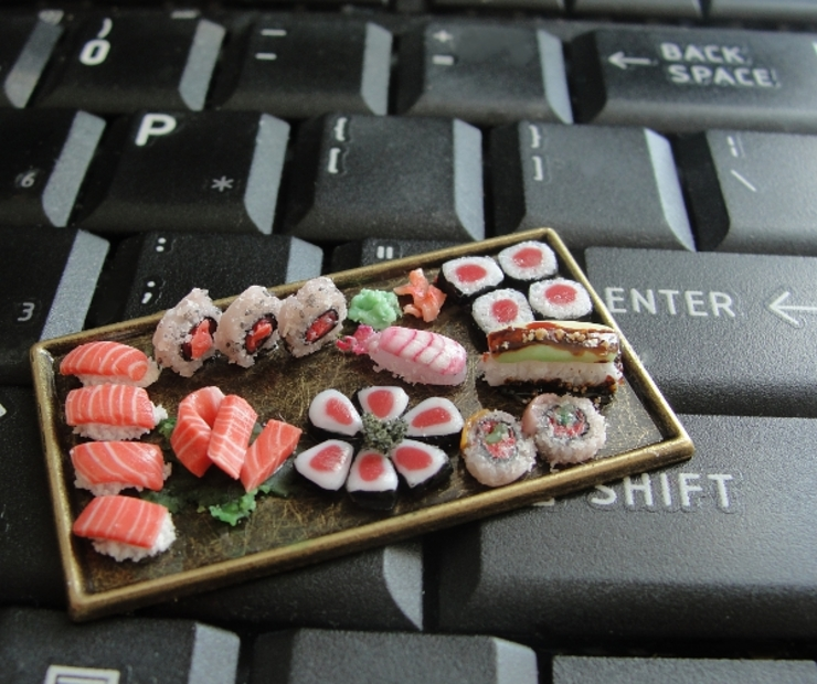 s_dollhouse_sushi_platter_by_fairchildart-d7afji2