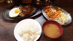 激安すぎる食堂のクロンボ定食が大人気! ハンバーグ・パスタ2種・サラダ・目玉焼き・ご飯・味噌汁で680円!