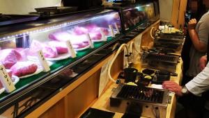 【衝撃的】立ち食い焼き肉が東京で大ブレイク中! 人気がありすぎて激混み状態! A5牛肉を使用した高級志向