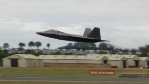 飛行機って面白い動きをするもんなんですねえ!まさに空を自由に飛び回る魔術師!