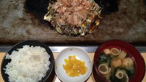 【激論】大阪で常識の「お好み焼き定食」はアリかナシか! お好み焼きとライスと味噌汁のセット