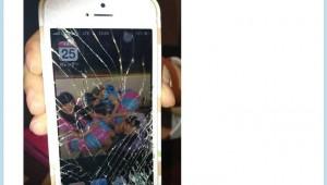 【衝撃画像】美人アイドルの指原莉乃さんが転倒! iPhoneがバッキバキに割れる!