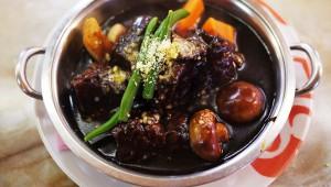 行列ができる洋食店『ヨシカミ』のビーフシチュー / とろける牛肉が比類なき旨さ
