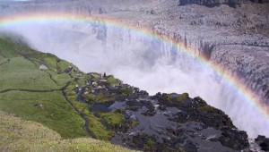 映画『プロメテウス』ロケ地・デティフォスの滝は壮大な神話を感じる絶景