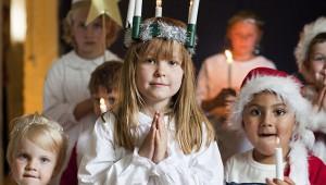 聖女ルシアに祈りをささげるクリスマス前の神秘的イベント / スウェーデン
