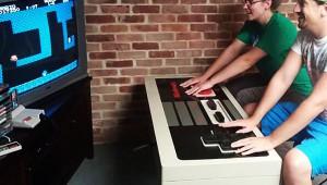 巨大コントローラーで懐かしのファミコンを遊ぶ! お値段13万円(笑)