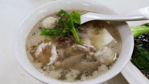 シンガポールでトロトロにとろけた豚肉スープを味わう / 文志記猪汁湯大王