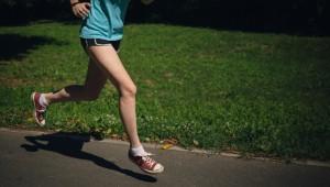 実は糖質とアミノ酸サプリの摂取が重要! ジョギングで脂肪を燃焼させるポイント