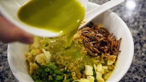 斬新グルメ! ミントのお茶をかけて食べるシンガポール式お茶漬け / サンダーティーライス