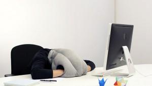 【激ヤバ】どこでも寝られる「かぶる枕」が激しく欲しいけど激しくヤバイ件!