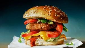 【マジかよ】食べられないハンバーガーが1600万円(笑)! ポテトもついてくるよ