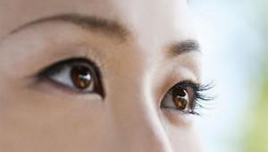 【衝撃事実】研究者「相手の目を見て話すのは良くない可能性あり! 相手の口を見て話すのが正解」