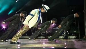 【マジかよ】マイケルジャクソンがダンスで「斜めになっても転ばなかった理由」が判明!