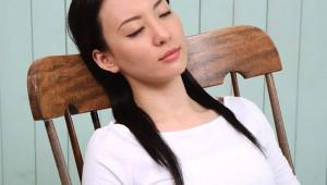 研究者「30分の昼寝で睡眠不足のダメージが回復する!」