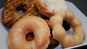 【グルメ】ミスドとセブンイレブン! どっちのドーナツが美味しいか食べ比べてみた結果