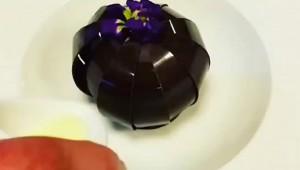 【究極グルメ】これは凄い! ミルクを入れると花びらのように開く絶品スイーツ!