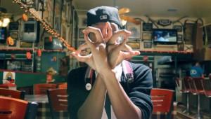 【衝撃】指が10本以上あるように見える指ダンスが本当にスゴイ!