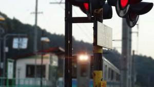 【悲劇】元JR職員に取材! 鉄道事故の裏側を漫画化した『鉄の慟哭』が衝撃的!佐藤秀峰率いる漫画誌『マンガ on ウェブ』