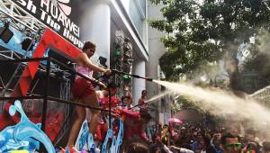 タイの正月ソンクラーン開始! 大晦日からフライングで水かけ祭り