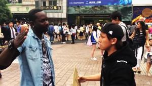 【恐怖動画】軽い気持ちで「オレを殴る人募集」したら筋肉質な外国人が現れた(震え声)