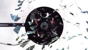 【衝撃】CDを高速回転させたら大爆発した(笑)