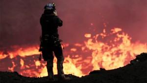 噴火している火山をドローンで空撮! 灼熱のマグマを間近で撮影した動画がスゴイ!