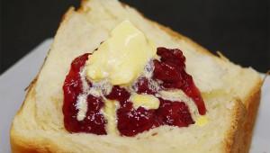 11時間かけてじっくり焼く食パンが絶品! 行列ができる皇族御用達のパン屋『MIYABI CAFE』