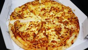 【衝撃】日本人は「宅配ピザは高額すぎる」と感じている事が判明! 適正価格はMサイズ1000円