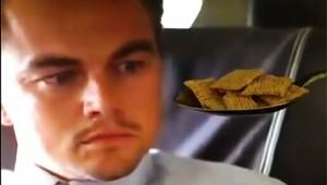 【爆笑】有名俳優にコーンフレークを食べさせようとする動画がシュールすぎて大人気(笑)
