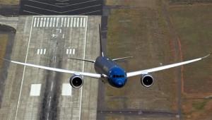 【衝撃】最新鋭の旅客機の「離陸の角度」が凄すぎる(笑)! ANAやJALで乗れるぞ!