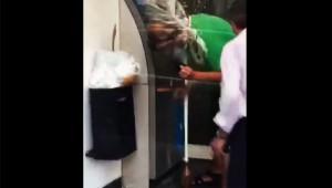【悲劇動画】奇跡的トラブル! 酔っ払いがATMいじってたらビールに攻撃された(笑)