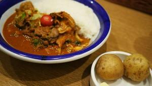 エチオピアの辛さ100倍チキン野菜カレー! 激辛なのに癒やしのスパイスが絶品