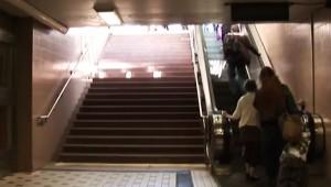 【衝撃】感動! 駅で階段を使う人が66%増えた画期的な方法がスゴイ!